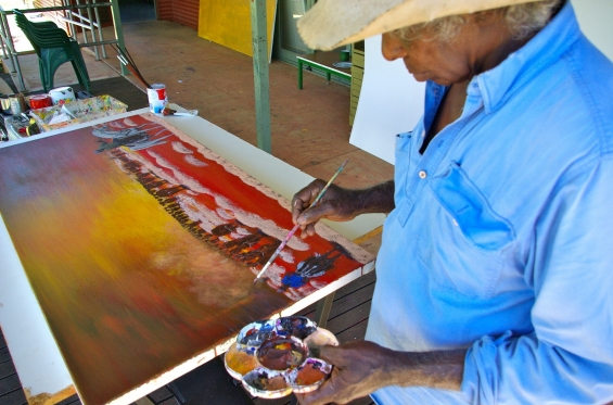 Artist Mervyn Street painting at Mangkaja Arts studio. © Mangkaja Arts Resource Agency 2014
