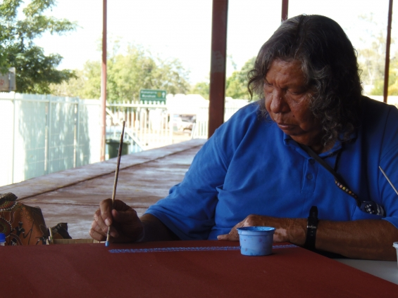 Artist Bonnie Deegan painting at Yarliyil art centre. © AGWA 2013