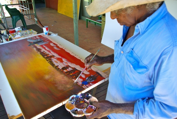 Mervyn Street painting at Mangkaja Arts studio © Mangkaja Arts Resource Agency 2014