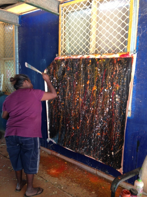 Artist Maria Hunter painting at Bidyadanga Community Art Centre. © Jacky Cheng of KTI 2014