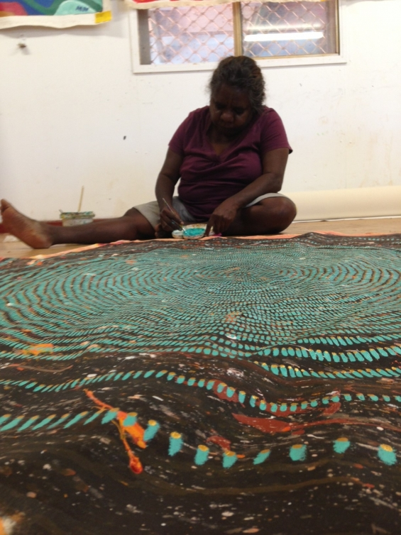 Artist Maria Hunter painting at Bidyadanga Community Art Centre © Jacky Cheng of KTI 2014