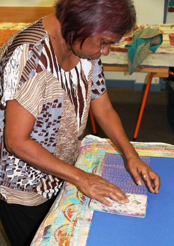 Maxine Charlie Block printing at the Nagula Jarndu workshop © AGWA 2015