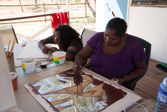 Artist Edna Dale working on a screen print © Mowanjum Aboriginal Art & Culture Centre 2015