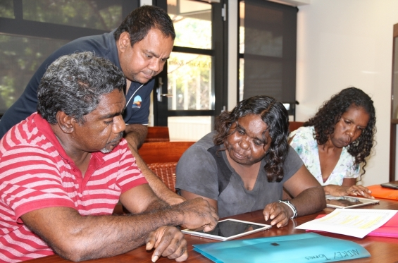 Michael Jalaru Torres assisting Japarti Joseph Nuggett, Lillie Spinks & Amanda Smith during the practical workshop at the Visual Arts Leadership Program at the University of Notre Dame, Broome © AGWA 2015