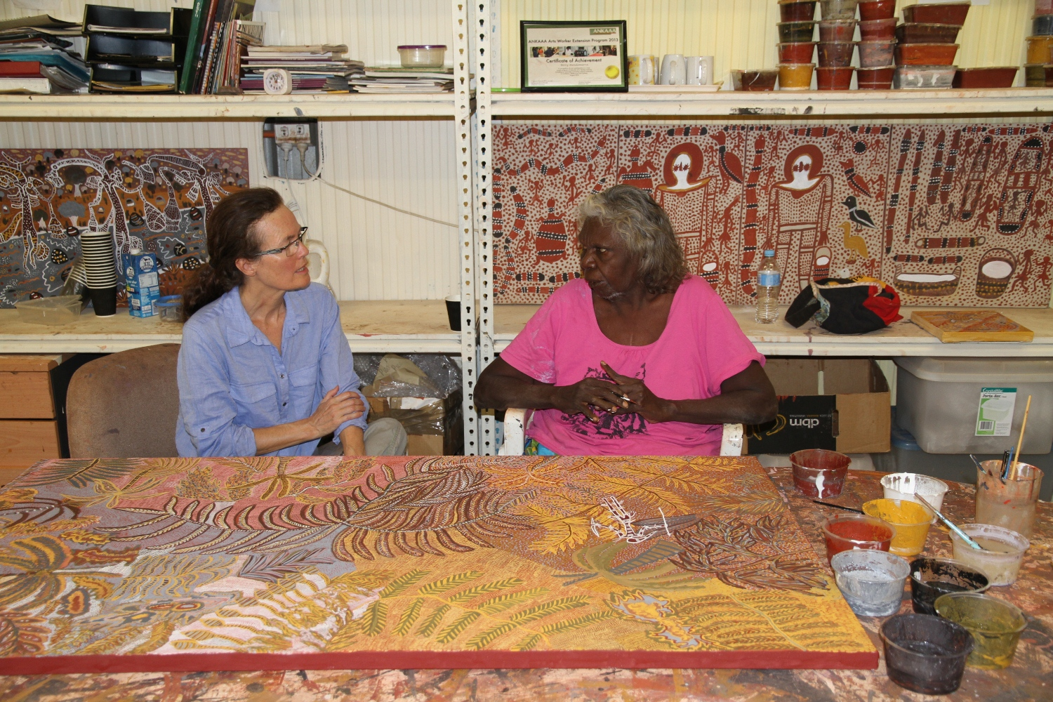 Artist Mary Puntji Clement discussing with DRS Coordinator, Philippa Jahn at Kira Kiro Art Centre © AGWA 2015