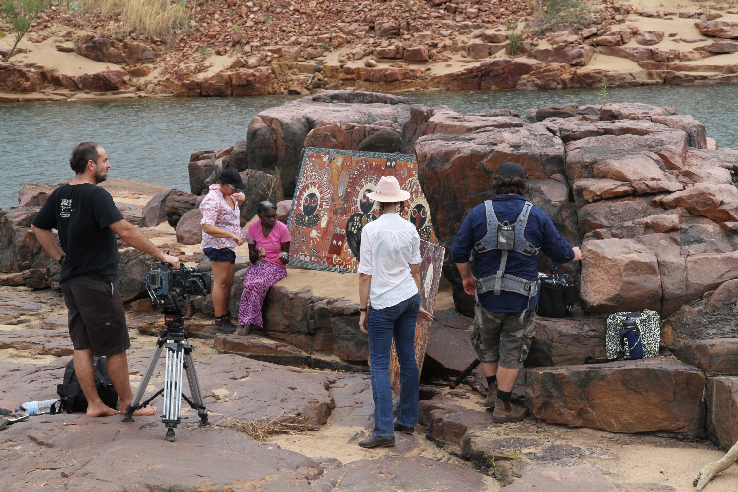 Artist Betty Bundamurra, the ICS crew (Camera: Jason Thomas, Sound: Owen Hughes & Director: Jub Clerc) and DRS Project Officer, Geraldine Henrici preparing to record at Malinjarr Gorge. © AGWA 2015