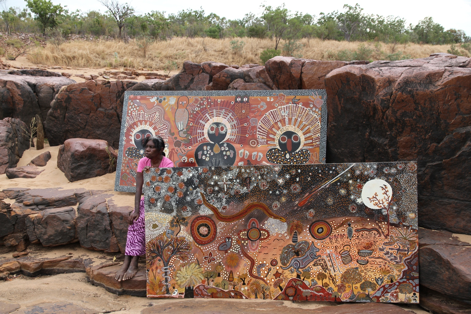 Artist Betty Bundamurra with two collaborative artwork panels at Malinjarr Gorge. © AGWA 2015