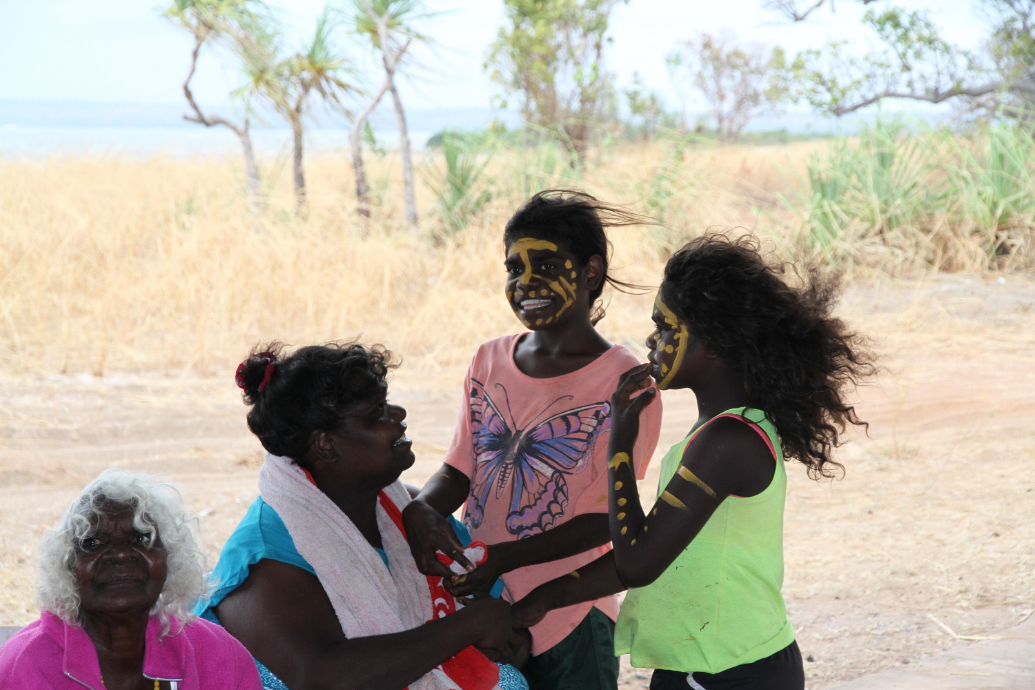 Artists Gwen Clarke with Catherine Bundamurra and daughters at Marragarra. © AGWA 2015