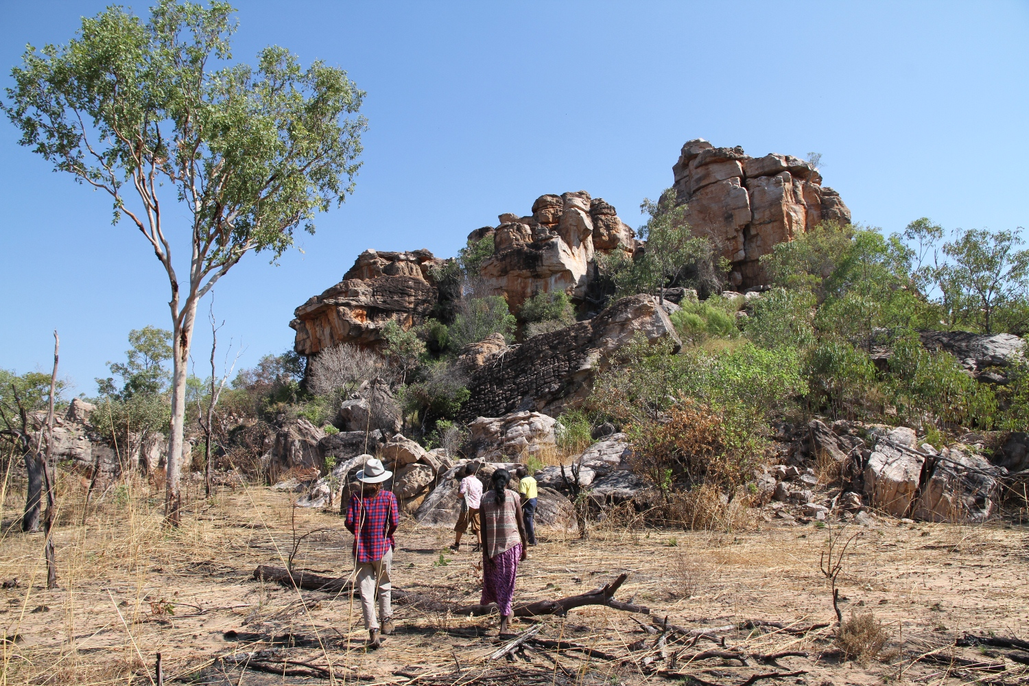 Dennis Bundamurra leads the way to the eye of the Wandjina rock art sites. © AGWA 2015