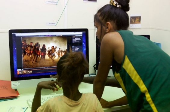 Mowanjum community using Storylines digital archive. © Mowanjum Art Centre 2015. Photographer Mathew Scurfield
