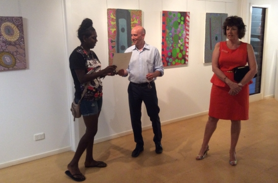 Cessa Bani receiving her course completion certificate from Stefano Carboni, AGWA Director and Lynne Hargreaves, Director of Exhibitions during the 2016 Visual Arts Leadership Program workshop. © Art Gallery of WA 2016