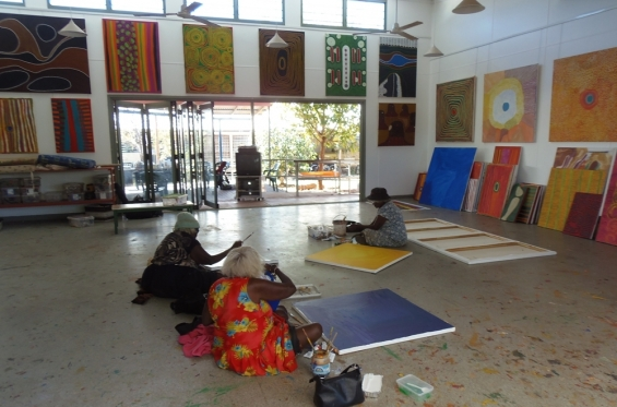 Artists at work in the Mangkaja Arts Resource Centre studio/gallery space © AGWA 2012