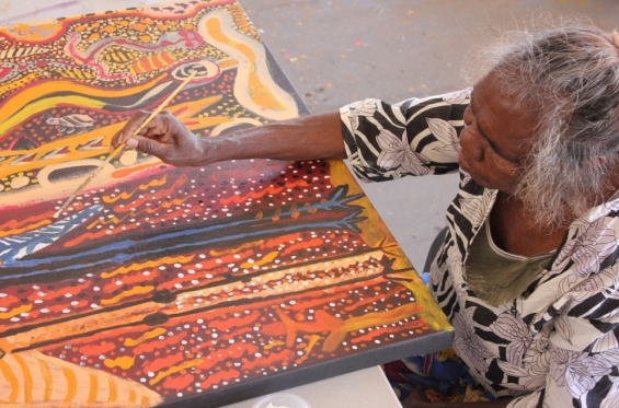 Janet Dreamer painting at the Yarliyil Studio © Edwina Circuitt & Yarliyil Art Centre 2015