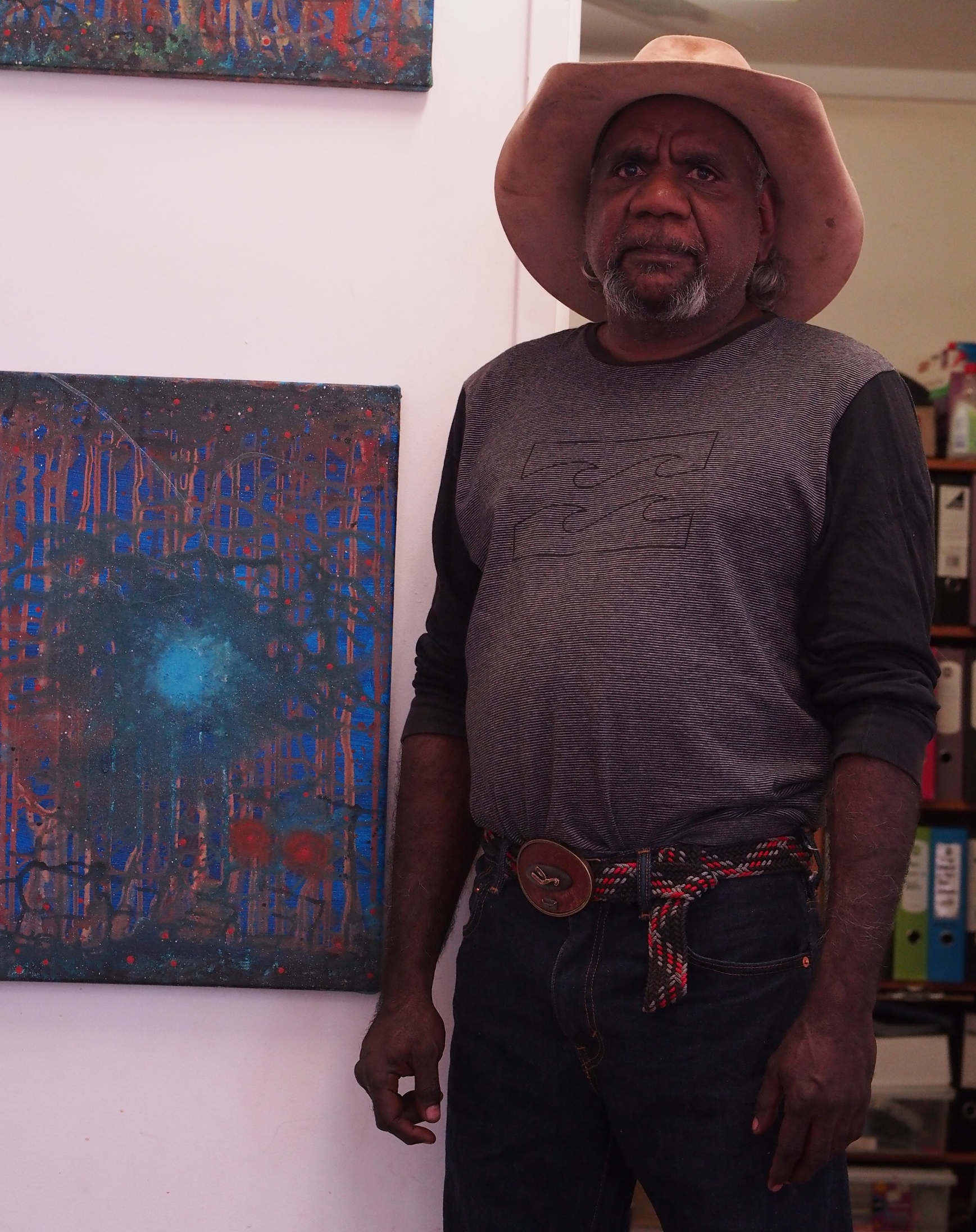 Barry Nuggett at Mangkaja Arts, Fitzroy Crossing 2016 © AGWA