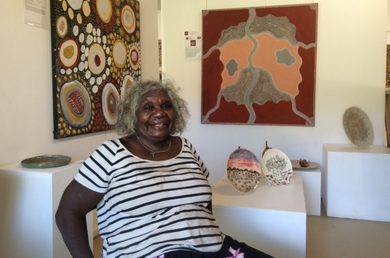 Waringarri artist Agnes Armstrong speaking to Carly Lane about the DRS artwork commission in the Waringarri Aboriginal Arts retail gallery. Kununurra, Oct/Nov 2017 © AGWA