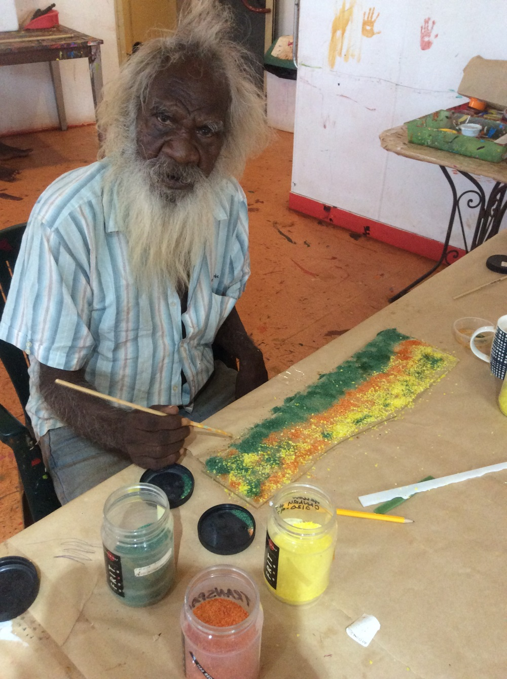 Warlayirti artist Larry Gundora working with glass during the glass workshop. Balgo, Nov 2017 © AGWA