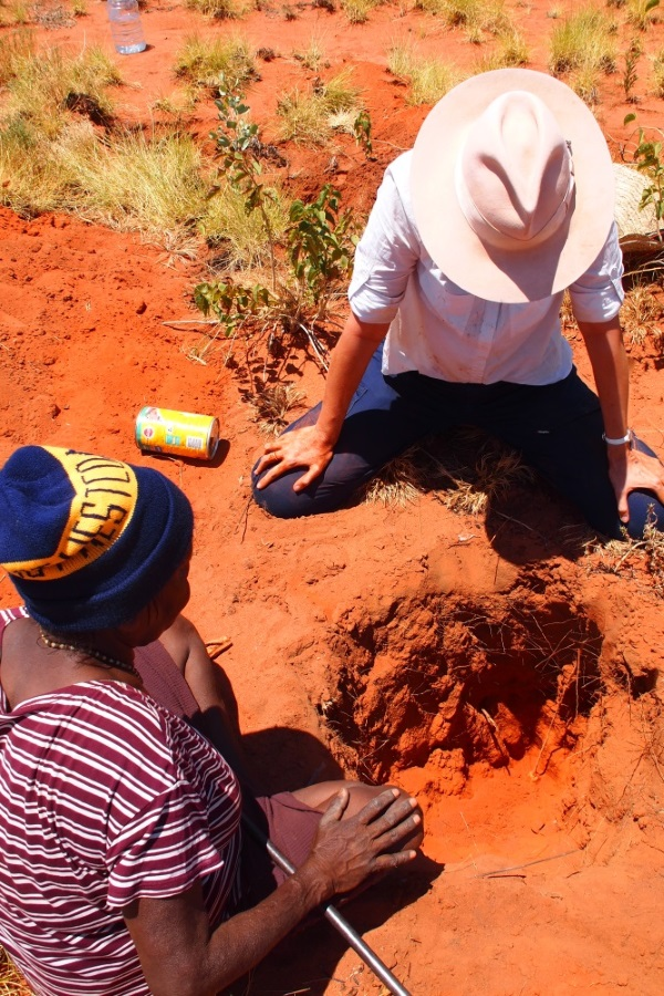 Geraldine Henrici assisting Helen Nagomara digging for bush potato during the bush tucker daytrip. Outside Balgo, Nov 2017 © Helen Puckey 2017