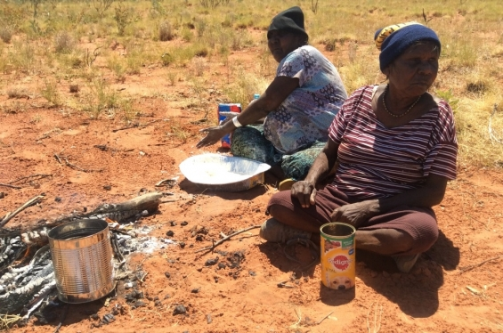 Eva (Joan) Nagomara and Helen Nagomara preparing lunch during the bush tucker daytrip. Outside Balgo, Nov 2017 © AGWA